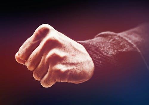 Gratis lagerfoto af hånd, knytnæve, kæmpe, mand