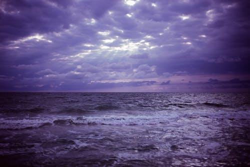 Promienie Crepuscular Z Horyzontem Morza