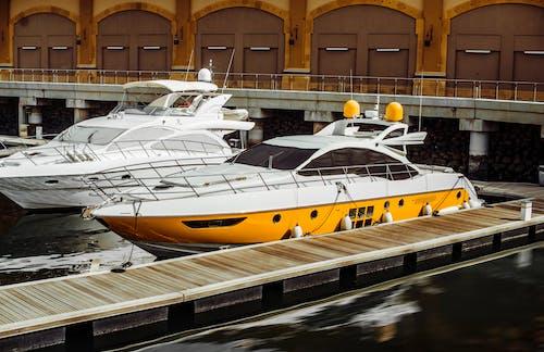 Бесплатное стоковое фото с вода, водный транспорт, гавань, лодка