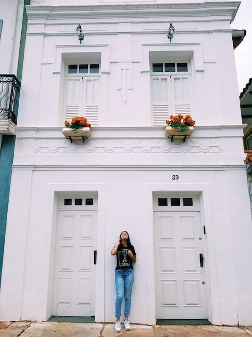 20 25歲的女人, 傳統, 入口, 公寓 的 免費圖庫相片