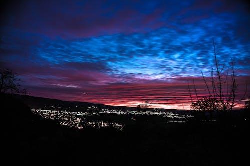 Ilmainen kuvapankkikuva tunnisteilla kaupungin valot, musta, punainen, sininen