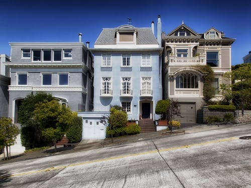 Immagine gratuita di architettura, case, città, collina