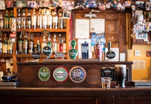 Foto d'estoc gratuïta de bar, barra, beguda, begudes alcohòliques