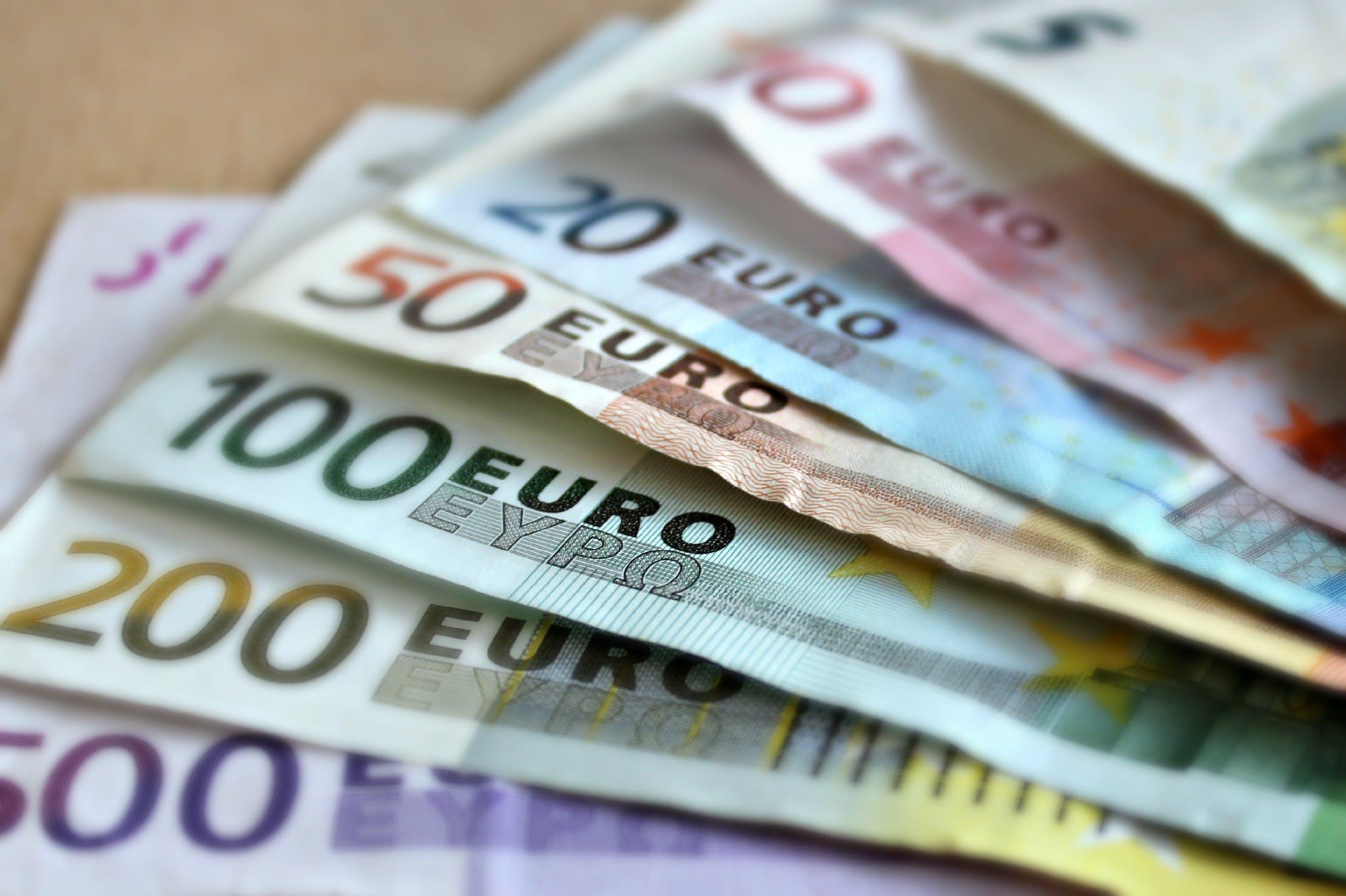 Darmowe zdjęcie z galerii z euro, finanse, gotówka, papierowe pieniądze