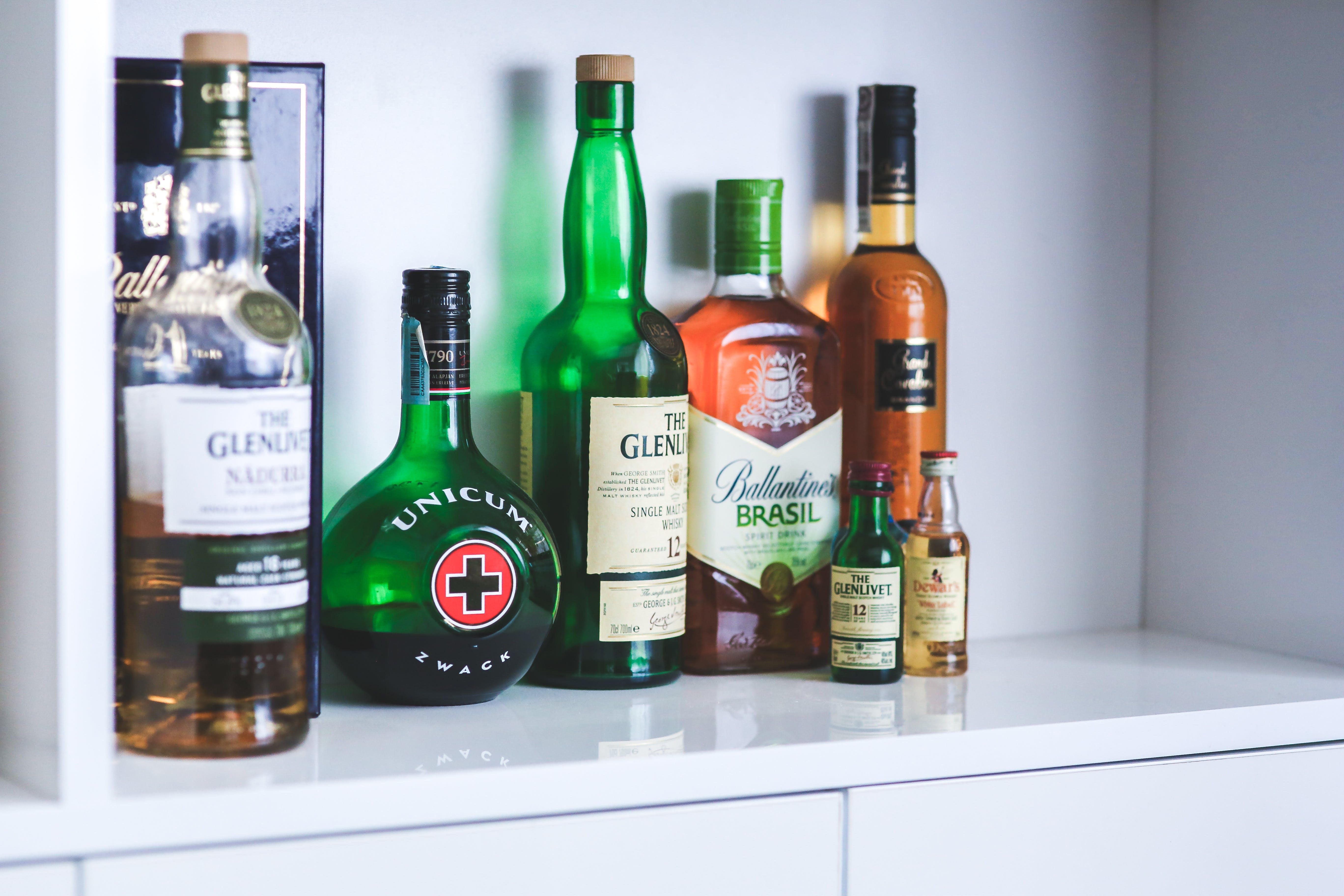 Kostenloses Stock Foto zu alkohol, flaschen, getränke, whiskey