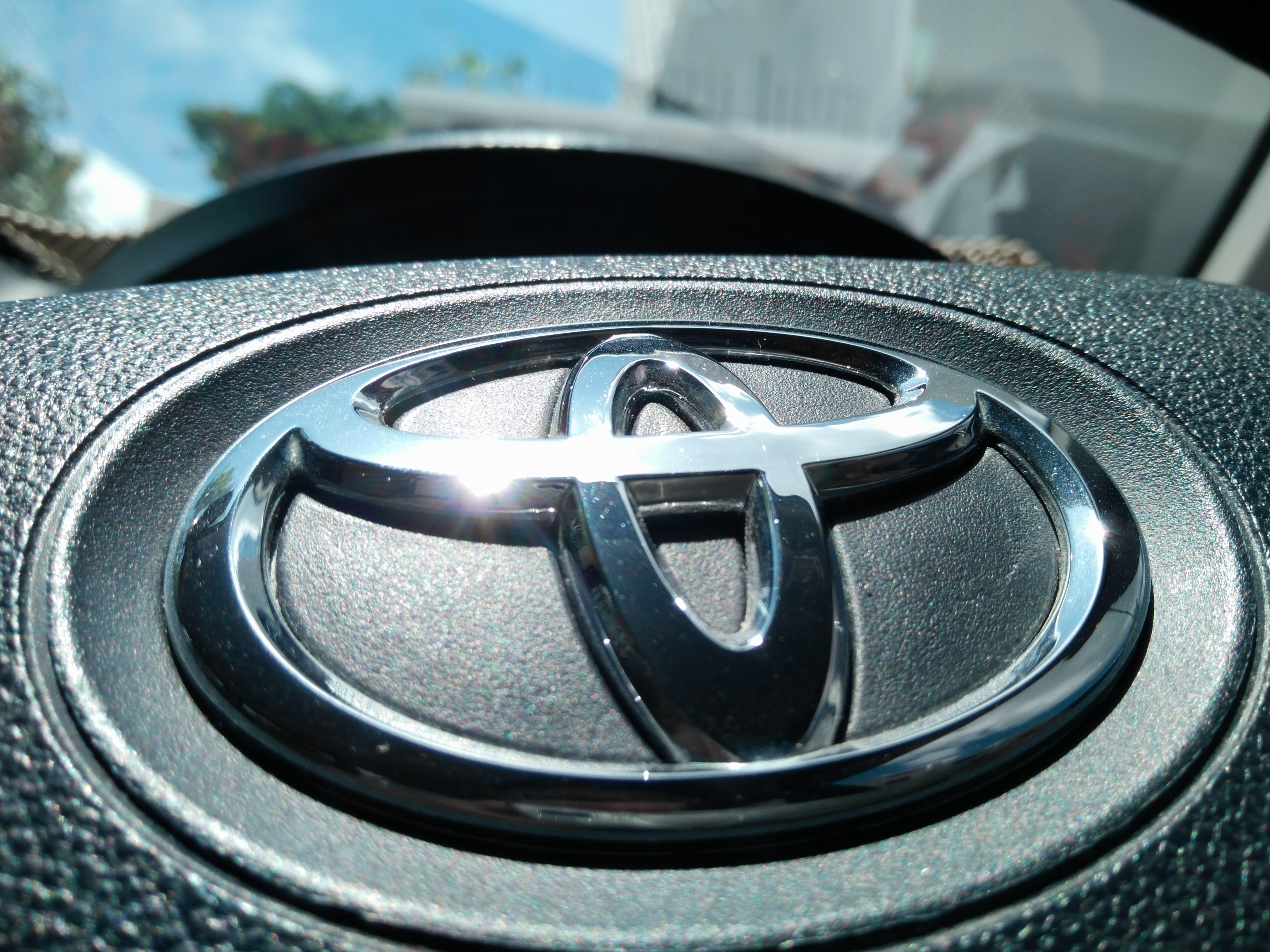 Free stock photo of Toyota Emblem