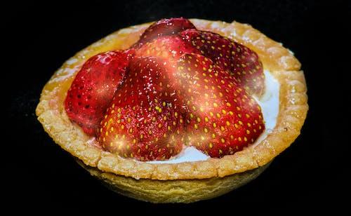 Gratis lagerfoto af bagværk, jordbær, jordbærkage, ørken