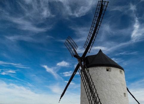 Kostenloses Stock Foto zu himmel, wolken, windturbine, windmühle