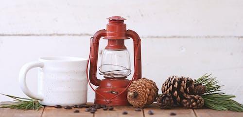 Immagine gratuita di chicchi di caffè, foglie, in legno, lanterna
