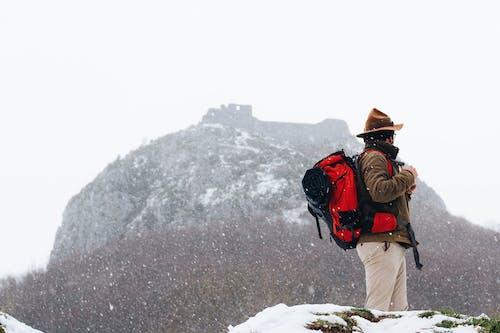 Photos gratuites de actif, aventure, brouillard, escalader