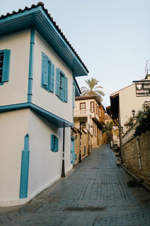 Biało Niebieski Budynek Betonowy