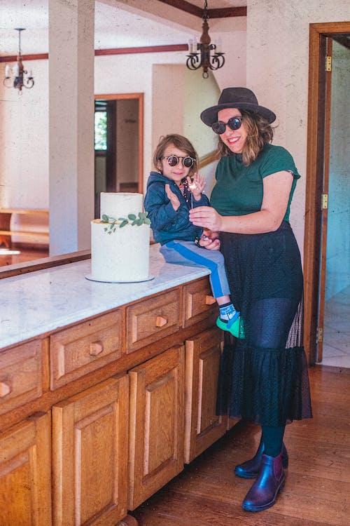 Gratis arkivbilde med barn, bursdagskake, corona