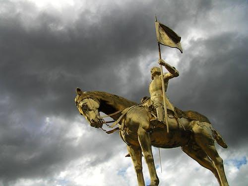 Ilmainen kuvapankkikuva tunnisteilla historiallinen, kaaren joan, kansan sankaritar, kultainen patsas