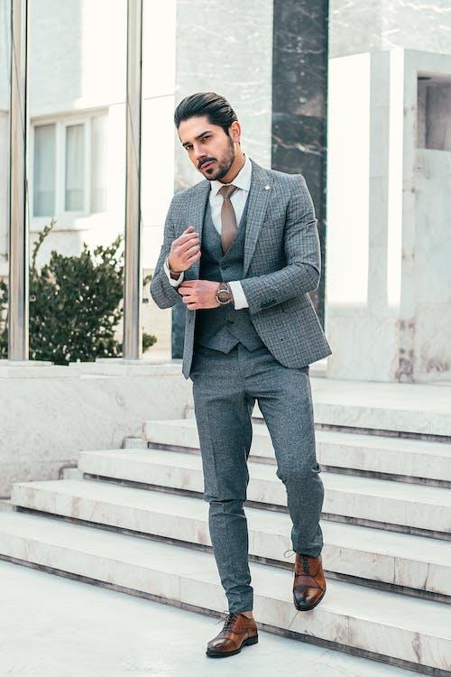 Kostenloses Stock Foto zu ansehnlich, anstellung, anzug