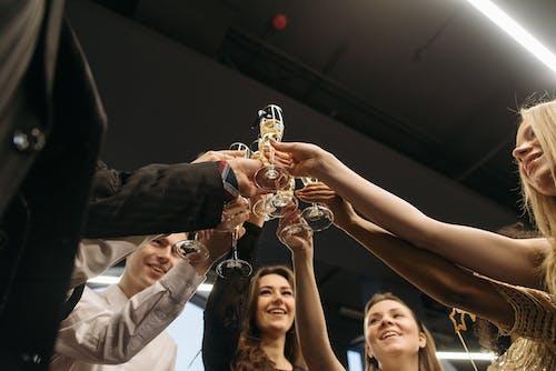 Gratis lagerfoto af drikke, fejre, lavvinkelskud