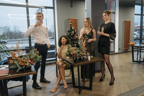 Fotos de stock gratuitas de adornos de navidad, adornos navideños, amigos
