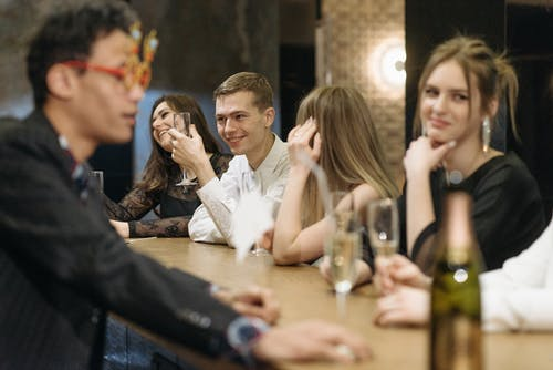 Ilmainen kuvapankkikuva tunnisteilla alkoholijuoma, baari, joukkue