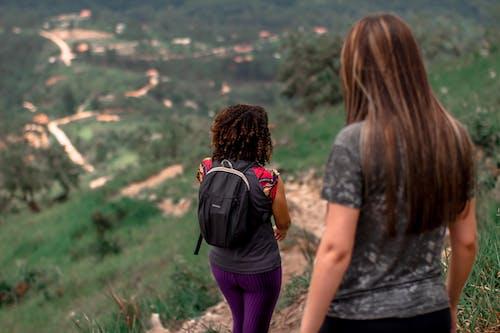 Foto profissional grátis de andando, Brasil, caminhando, declive