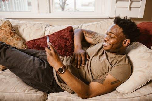 Photos gratuites de à l'intérieur, à la maison, afro-américain