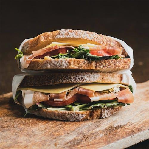 Darmowe zdjęcie z galerii z boczek, bułka, chleb