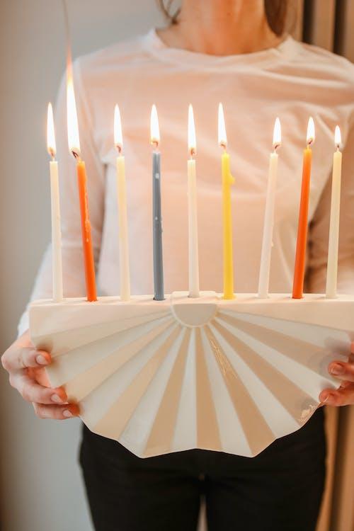 Kostenloses Stock Foto zu candlelights, chanukiah, drinnen