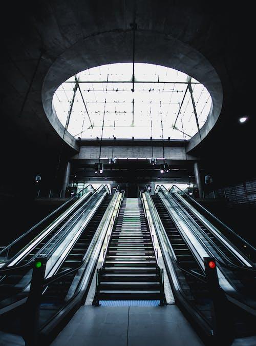 Základová fotografie zdarma na téma architektura, budova, dopravní systém