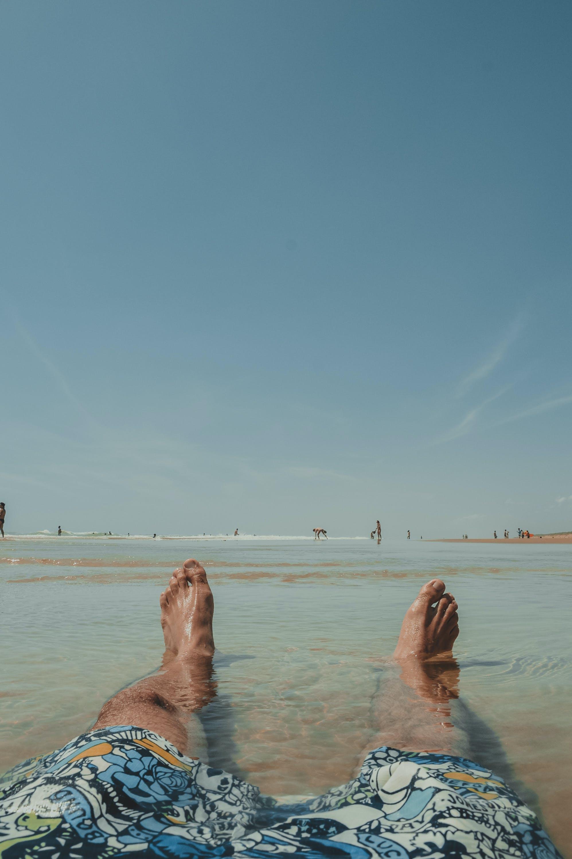 Foto profissional grátis de à beira-mar, água, água limpa, areia