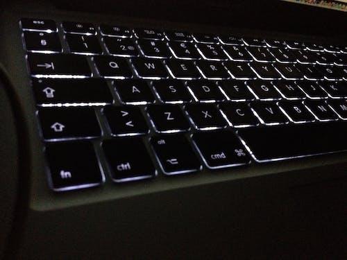 Fotobanka sbezplatnými fotkami na tému klávesnica, pozadované číslice, tmavý