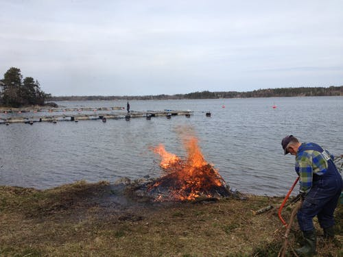 Fotobanka sbezplatnými fotkami na tému muž, oheň, píla, záliv
