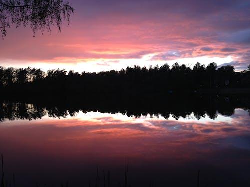 Immagine gratuita di acqua, cielo, riflessi, tramonto