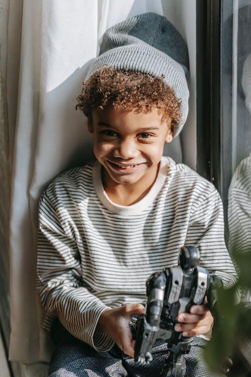 Gratis stockfoto met aardig, afro-amerikaanse jongen, alleen