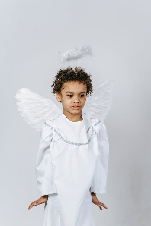 Anak Laki Laki Berkemeja Lengan Panjang Putih