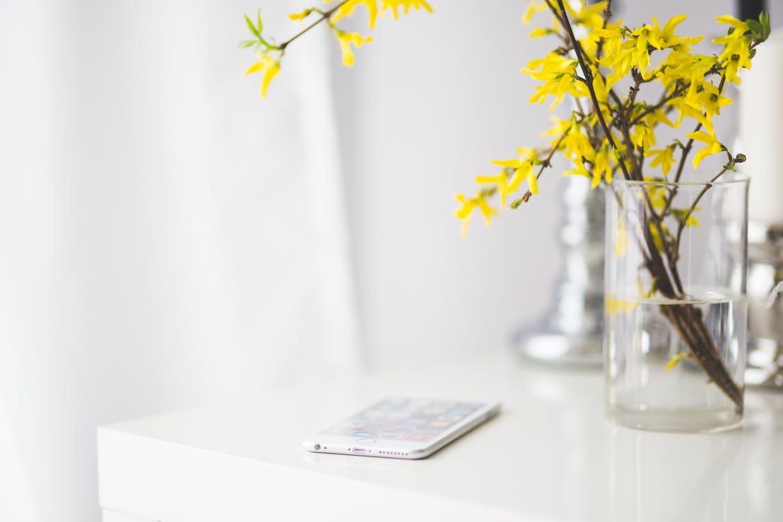 iPhone 6 plus on a white desk
