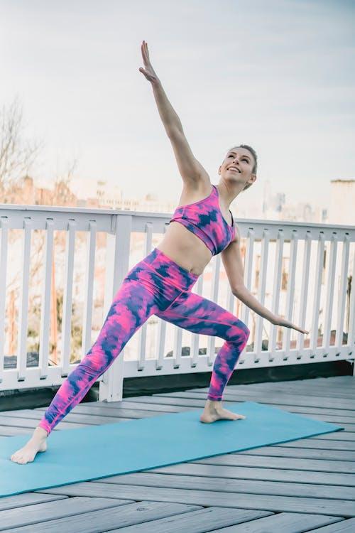 Безкоштовне стокове фото на тему «utthita parsvokonasana, активний, активний одяг»