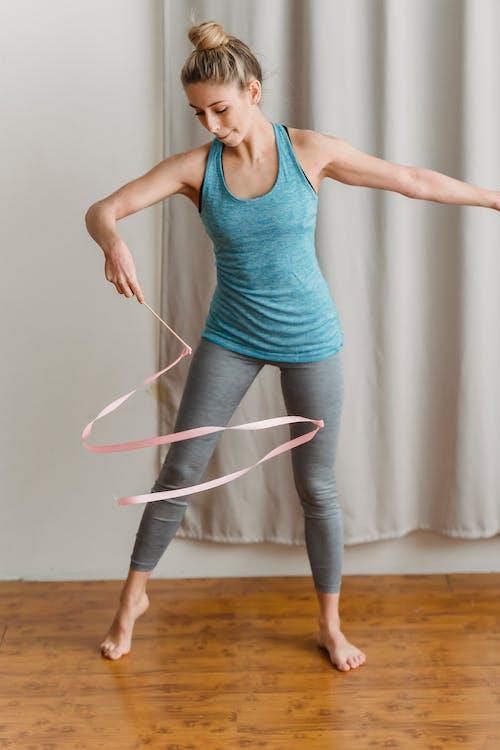 activewear, ahşap, aktivite içeren Ücretsiz stok fotoğraf