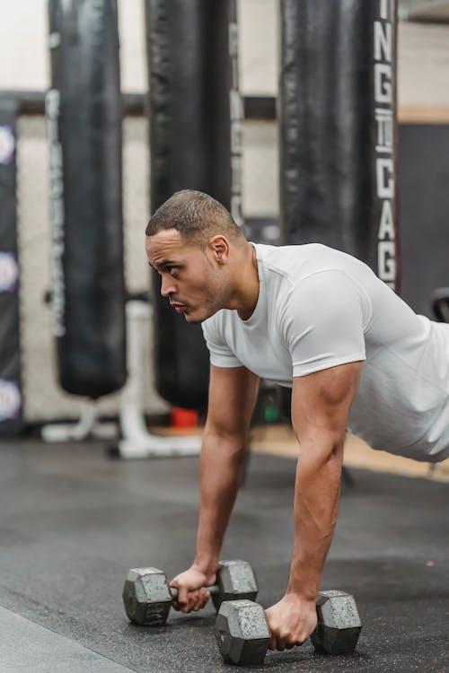 Gratis stockfoto met activiteit, andere kant op kijken, atleet