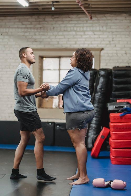 adam, afrikalı-amerikalı kadın, ağırlık içeren Ücretsiz stok fotoğraf
