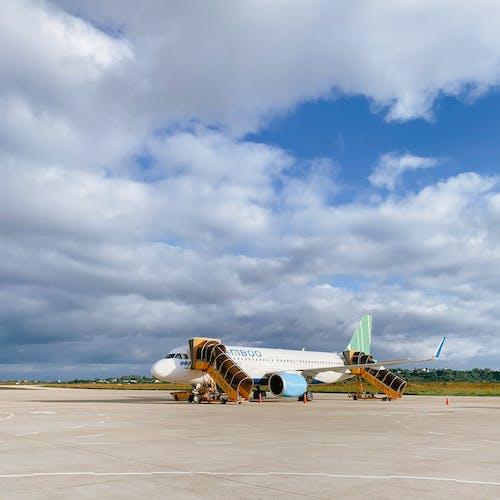 Photos gratuites de aéroport, avion, compagnie aérienne en bambou