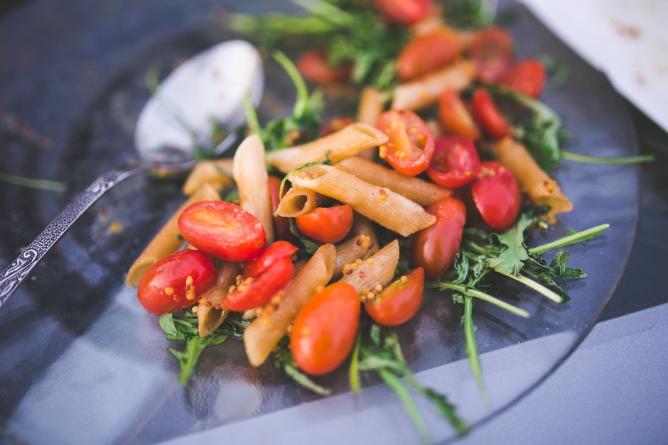 Pasta penne with tomato and rucola