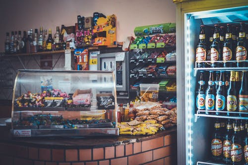 abur cuburlar, atıştırmalıklar, Bakkal, bar içeren Ücretsiz stok fotoğraf