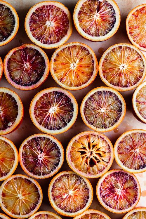 Tranches De Fruits Orange Sur Surface Noire