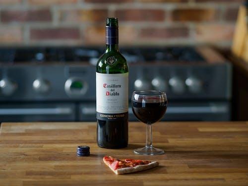 2017, ahşap, alkol, alkollü içki içeren Ücretsiz stok fotoğraf