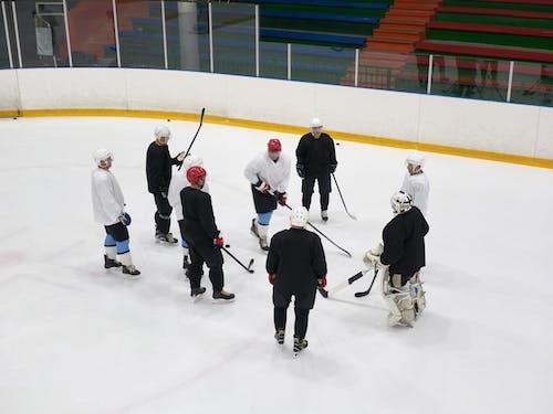 Leute, Die Eishockey Auf Eistadion Spielen