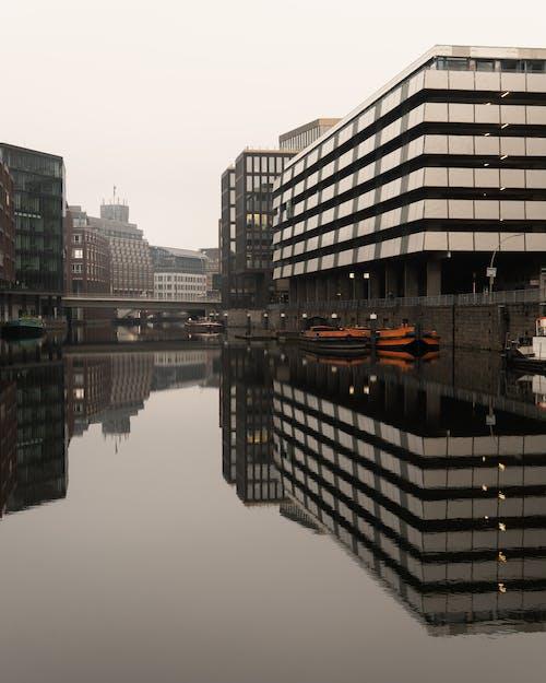Gratis arkivbilde med arkitektur, bakgrunnsbilde, båter
