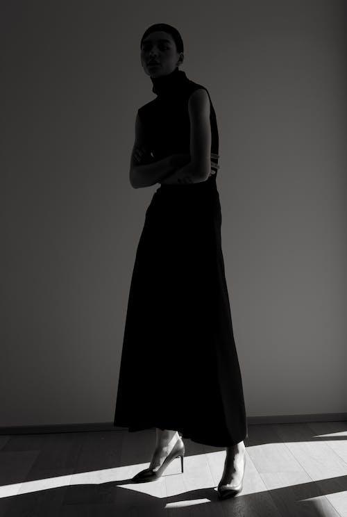 Darmowe zdjęcie z galerii z ciemny, cień, dorosły, dziewczyna