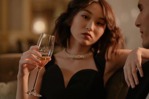 Kostenloses Stock Foto zu alkohol, alkoholisches getränk, asiatische frau