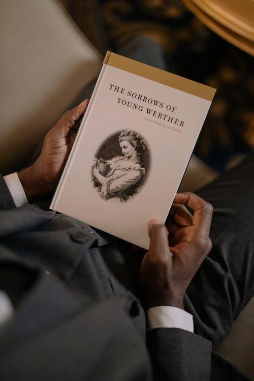 Foto stok gratis atas, baca, Book