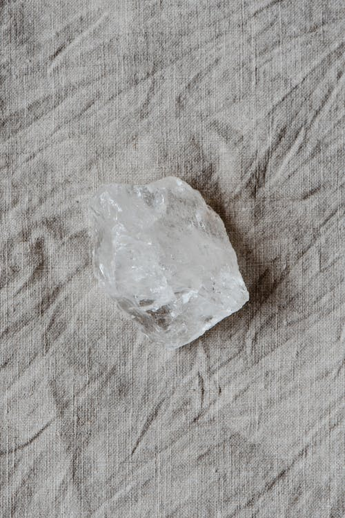 Crystal Clear Pada Tekstil Abu Abu