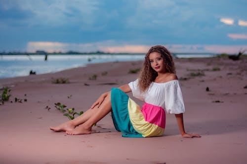 Immagine gratuita di a piedi nudi, acqua, colorato