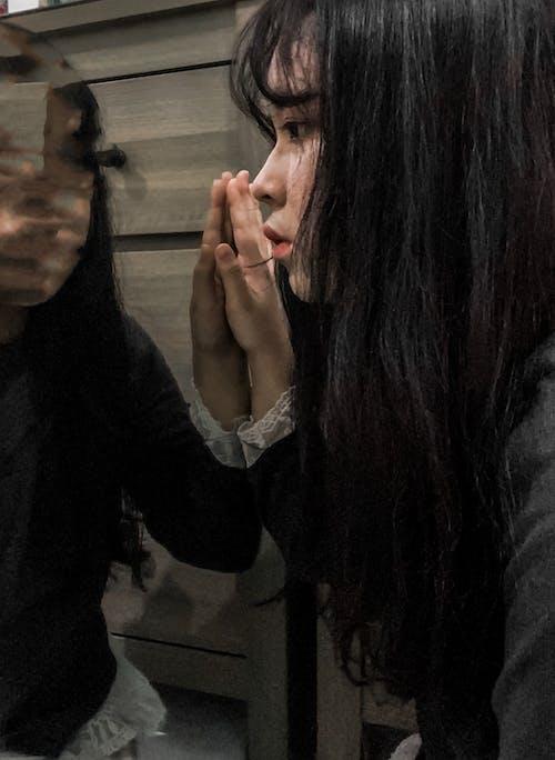 Kostnadsfri bild av ansiktsuttryck, ha på sig, hand